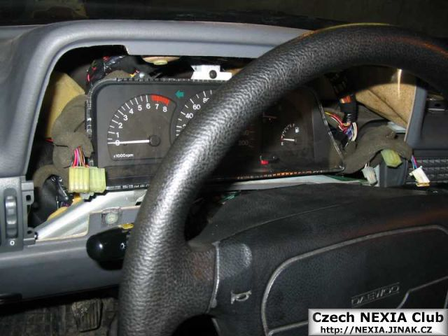 Demontáž přístrojové desky Daewoo Nexia 4