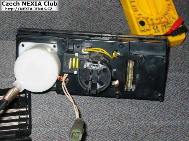 Výměna žárovky ve středovém panelu - Daewoo Nexia 2